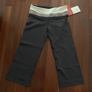 🏷 NWT 🏷 Lululemon Groove Crop Size 4 reversible